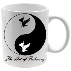 Taza The Art of Falconry Yin Yang en color blanco
